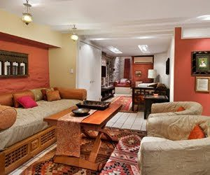 Lounge With Twin Bed in New York Vacation Rentals by Sudha