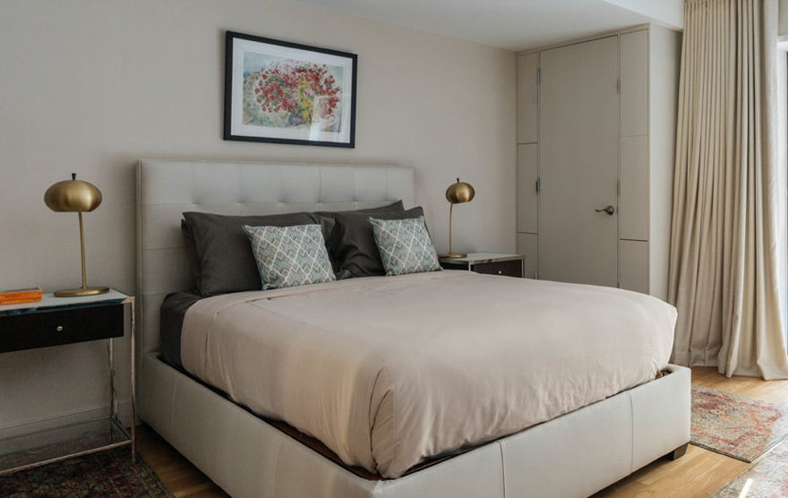Tesoro Apartment in Manhattan By Sudha
